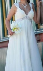 Продам свадебное платье в стиле ампир,  размер 44-46. Цвет айвори